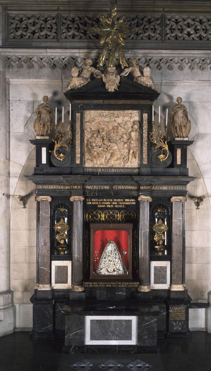 Altar Der Schmuckmadonna